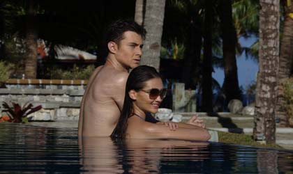 couples-at-the-pool
